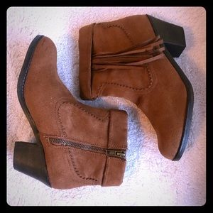 Booties With Tassle Size 7